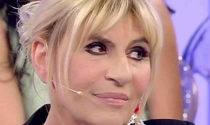 """Gemma Galgani minacciata di morte o semplice scherzo di cattivo gusto? Ma chi se lo sarebbe mai aspettato che la Dama torinese del dating show pomeridiano """"defilippiano"""" occupasse le pagine delle riviste di gossip italiano alla stregua di una qualsiasi showgirl?E gia`!  #gemmagalgani"""