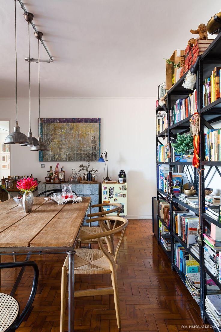 26-decoracao-sala-jantar-estilo-industrial-estante-mesa-madeira