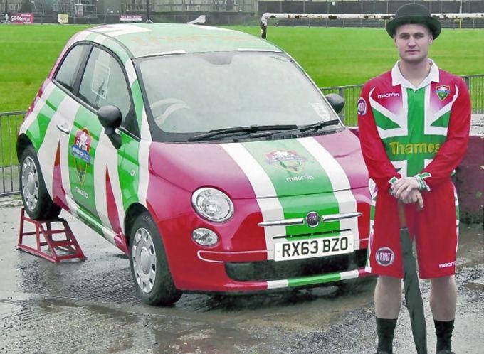 Auto e calcio: Union Jack con il tricolore italiano sulle maglie del Windsor FC
