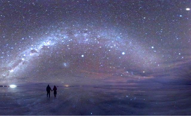 La bellezza del Pianeta Terra: Stelle Ovunque a Salar de Uyuni – The beauty of Planet Earth: Salar de Uyuni by Night via @Maxime Duprez