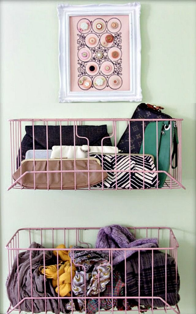 {DIY Purse and Hats/Scarves Storage}Repurposed Vintage Wire Baskets |The Lovely Cupboard