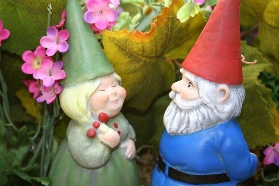 Gnome Garden: Gnomeo And Juliet Garden Statues Homedesignbiz.com
