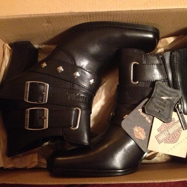 My new harley boots my baby got me  #harley  #christmas  #harleyboots  #harleydavidson  My new harley boots my baby got me  #harley  #christmas  #harleyboots  #harleydavidson