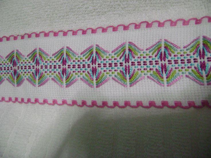 Una ampliación del bordado para que se pueda apreciar lo bello y sencillo que es.