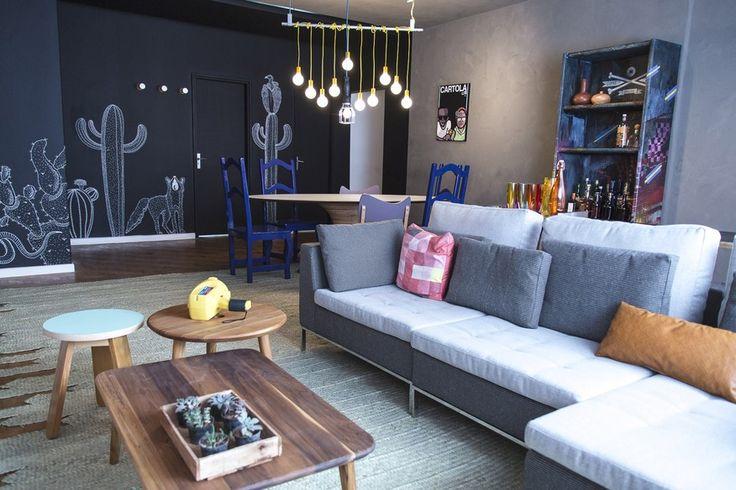 olho magico gnt - sala programa decora com marcelo rosenbaum parede cinza e preta, luminaria