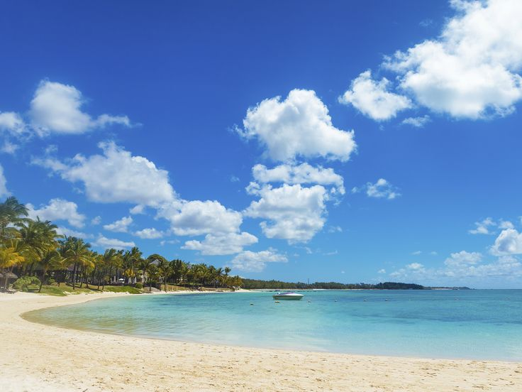 Bahamas Honeymoon: Weather and Travel Guide | Photo by: Thinkstock | TheKnot.com
