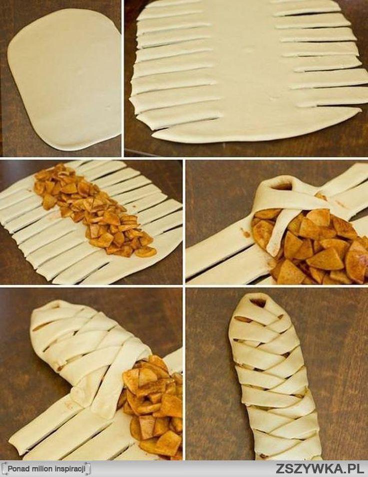 Leckerer Apfelstrudel. Zuerst ein paar Apfelstücken in der Pfanne braten, dann mit in wenig Zimt bestreuen und eventuell ein wenig Zucker. Dann mit dem Blätterteig beginnen, folge hierzu den Fotos.