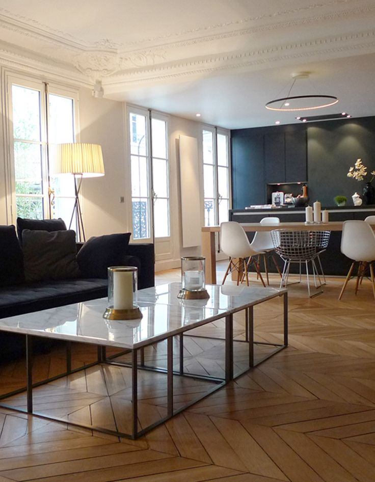 Niché au cœur du VIIIème arrondissement de Paris, cet appartement de 150 m² a subi une profonde restructuration. Conçu de manière à conserver le plus pos...