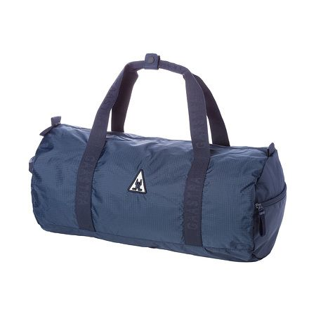 Bag Utility Men - Robust nylon and intricate detail work. This premium-quality bag is the perfect choice for leisure activities
