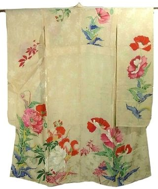 珍しい単の振袖。大正時代。  Stunning vintage summer hitoe (unlined) furisode. Unlined furisode are rare, as unlined kimono are only worn for a short and limited time each year.  Unlined silk Furisode are considered to be VERY luxurious item.  Poppies are quite rare motif on furisode.  The big rinzu patterns and the lively and vivid keshi design place it from around Taisho period, with Art Nouveau influences.