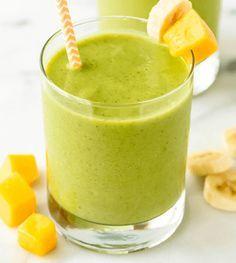 Mango smoothie gezond? Wist je dat mango een ontzettend gezonde fruitsoort is? Deze tropische vruchtgeeft een zoete tint aan je gerechten en bevat veel ijzer en vitamine C.Daarnaast verbetert het eten van mango jestofwisseling en is hetgoed voor jespijsvertering! Hierdoorworden de voedingsstoffen uit jeeten beter opgenomen en krijg je meer energie. In deze smoothie is …