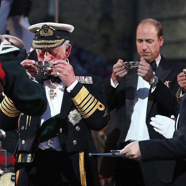 #NEW Prince Charles and Prince William made a rare appearance together to attend the Edinburgh Tattoo for a night of pomp and pageantry tonight. Here they are tasting a dram of whisky to mark the opening of tonight's section of the 68th annual military show at Edinburgh Castle,