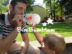 Giochi estivi per bebè.  Attività di riciclo creativo. Il drago della schiuma. Bolle di sapone. BimBumMam