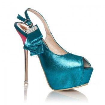 Confectionate din piele ecologica si cu un toc inalt de 16 cm, sandalele Viviene au un albastru marin intens care va va scoate din anonimat. Alegeti sa le purtati cu o rochie galbena, deasupra genunchilor si efectul acestei tinute va fi unul neasteptat de placut.