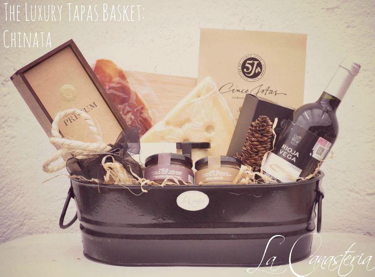 The Luxury Tapas Basket: Chinata es una de nuestras canastas de autor con una espléndida selección de productos españoles gourmet para un regalo corporativo o de agradecimiento inigualable. Incluye…