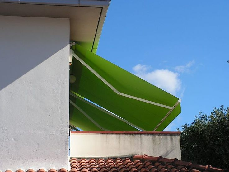 tenda bracci a pendenza accentuata, guida in alluminio laccato bianco