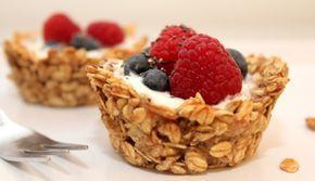 : Cupcakes mal anders: Diese süßen Früchtchen kommen ganz ohne Mehl, Eier und Zucker aus. Stattdessen liefern Haferflocken, Bananen und Honig eine ordentliche Portion Eisen, Magnesium und Vitamine.