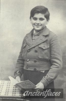 Jacques Chomentowski Nationality: Jewish Residence: Warsaw, Poland-Paris, France Death: August 28, 1942 Cause: murdered in Auschwitz (buried in Auschwitz death camp) Age: 13 years