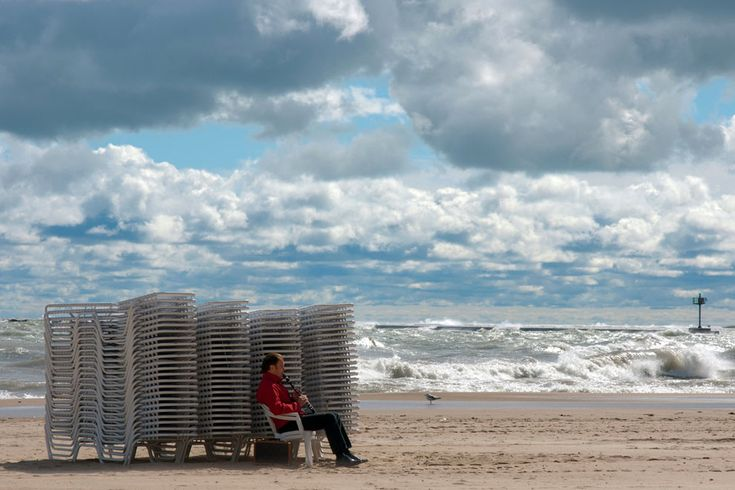 BLOW'N IN THE WIND: A warm blustery Labor Day 2011, Chicago. Oak Street Beach, Chicago, IL. (Photo and caption by Alison Wishart/Places/National Geographic Photo Contest) #