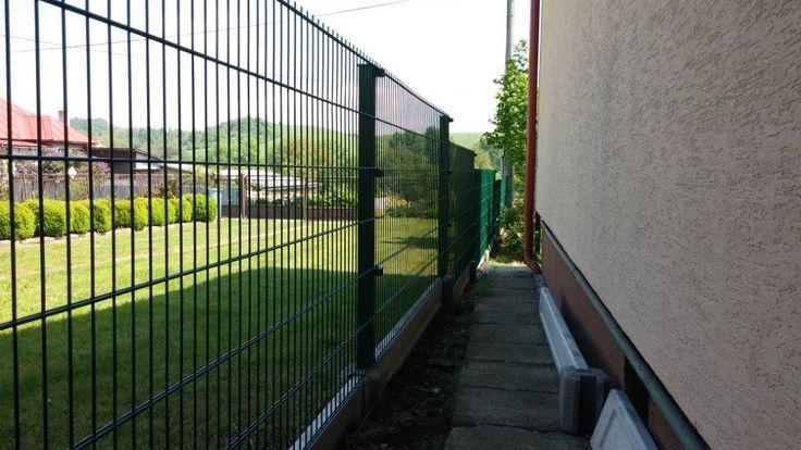 Ako vedľajší plot si zákazník vybral rovné panely Nylofor 2D.