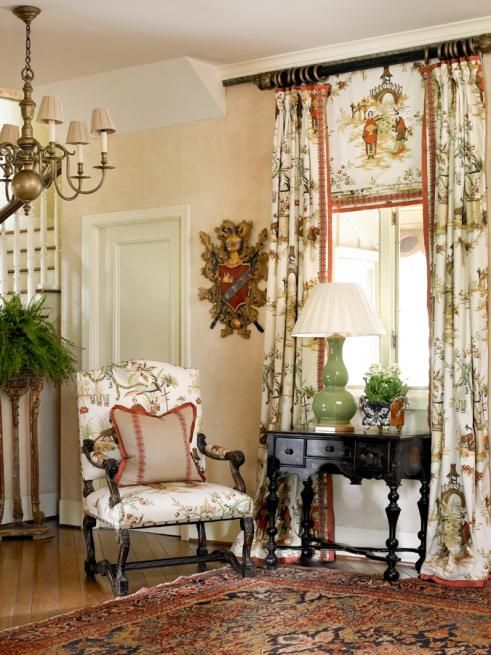Love the patterned panel and companion fabric drapes ♥