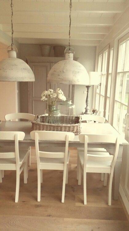 houten vloer - balken plafond - eettafel