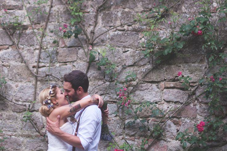 http://www.thesweetside.it #annalisabombardaphotography #annalisabombarda #weddingphotography #unconventionalwedding #photography #rocknroll #tattoo #bride #romantic #monselice #veneto #weddininitaly #italianstyle #italy #castle #monselicecastle
