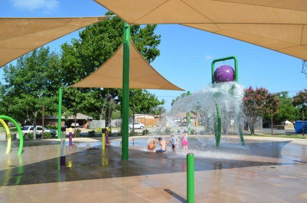 love this splash pad at Dove Park Grapevine, Texas
