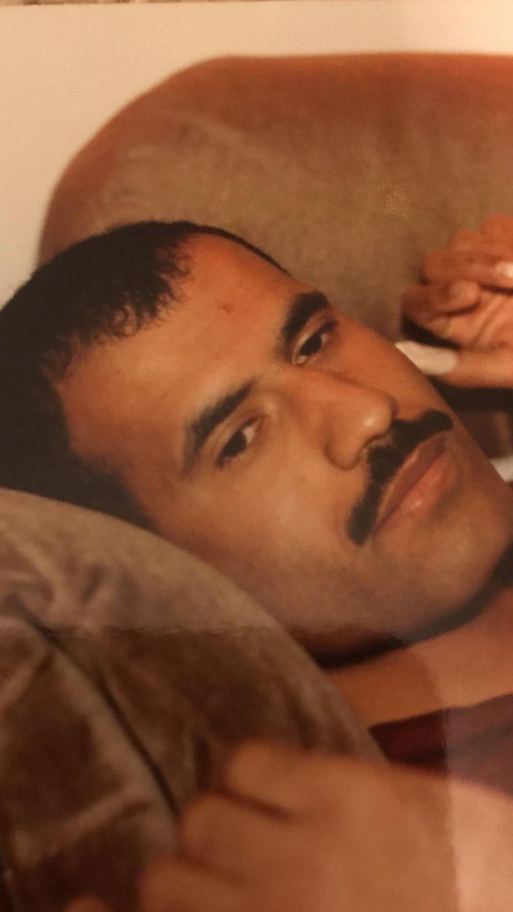 My dad looks a lot like Rami Malik as Freddie Mercury (1980s) http://ift.tt/2gEYRMx