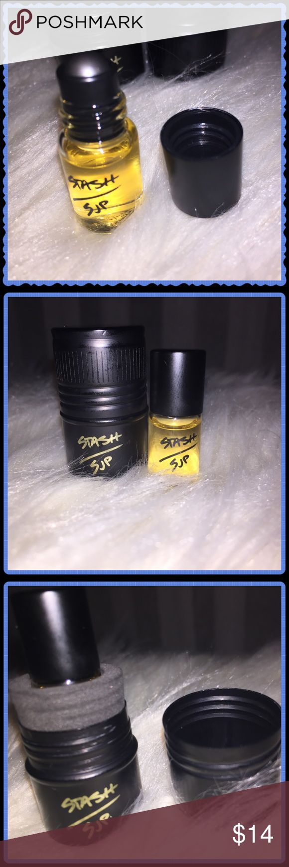 Stash perfume by Sarah Jessica Parker SJP Stash eau de parfum mini roller ball. Unisex. A great way to try the fragrance! 2ml (0.06fl oz, travel size). Comes in a screw top black tin, as shown. Sephora Makeup