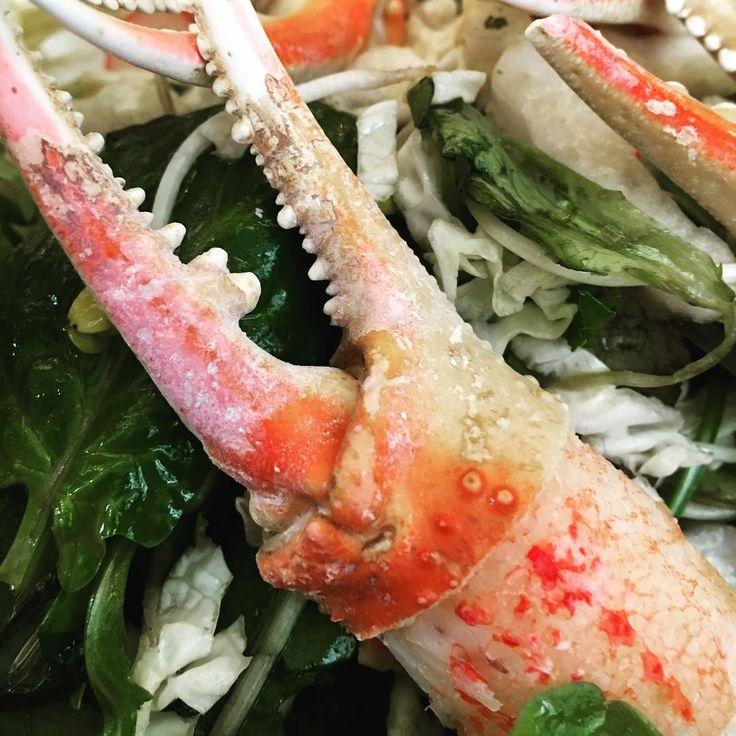 Quel plaisir de manger du crabe sans se salir les doigts. La prochaine fois je demande au chef du @craberoyal son tout de main pour le décortiquer...    #crabe #craberoyal #kamtchatka #crab #pince #crustacé #crabroll #food #Instafood #Madeleine #Paris