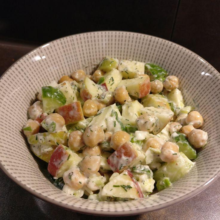 Kichererbsensalat mit Apfel // Chickpea Salad with Apple