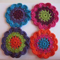 free (Dutch) rounded flower blanket crochet pattern
