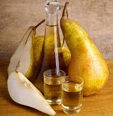 Házi körtepálinka - Homemade pear Palinka Hungaricum distillate /100%fruit/ - Eger, Hungary  http://www.edelland.com/hu/aktualis/hirek/item/123-palinka-rituale.html