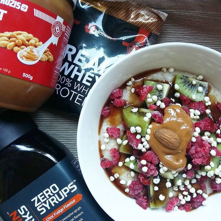 All my favourites for breakfast  papas de aveia com proteina fruta syrup de chocolate e manteiga de amendoim @mws.pt   #latepost #womenshealth #womenshealthportugal #eusouwh #desafiodiasfit #missfitteam #porridge #oatmeal #proats #breakfast #prozisrecipes  #nudespice #fitmom ( # @anasofia.insta )