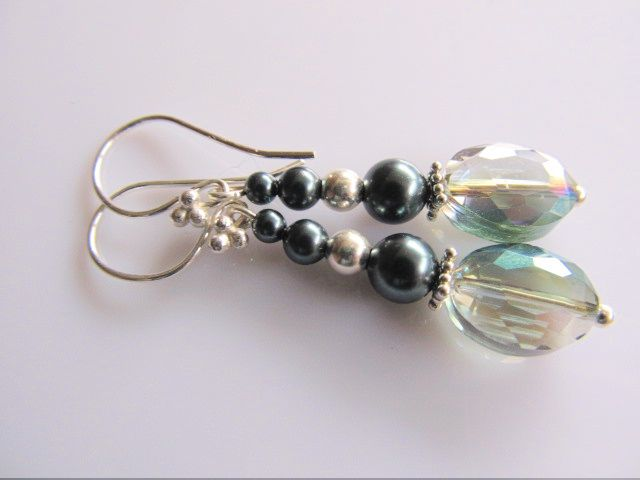 Oorbellen Tahiti Glass kristalglas ovaal multicolour facet met swarovski parels en zilveren kraal. geheel lichtzilver.