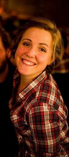 Hannah Hart @Hannah Mestel Mestel Hart My Drunk Kitchen.... Love this photo :)
