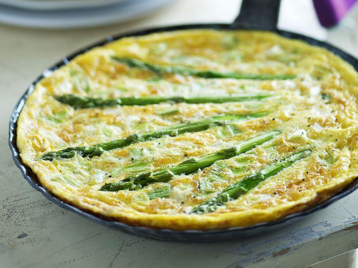 Omelett mit Spargel - smarter - Zeit: 15 Min. | eatsmarter.de Oh du schöne Spargelzeit. Rezept am besten direkt vormerken.