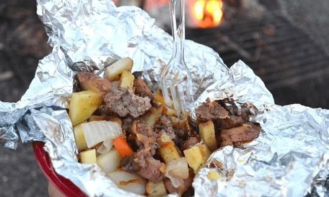 55 Astuces Simples Pour Devenir Le Roi Du Barbecue. Ne Ratez Pas La N°42 ! | Repas camping, Idée ...