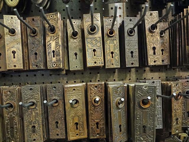 --δ-Θ-Φ-Ω-- Rejuvenation in PortlandDoors Hardware, Beautiful, Antiques Hardware, Brass, Country Farmhouse, Antiques Doors, Doors Keys, Door Hardware, Antique Doors