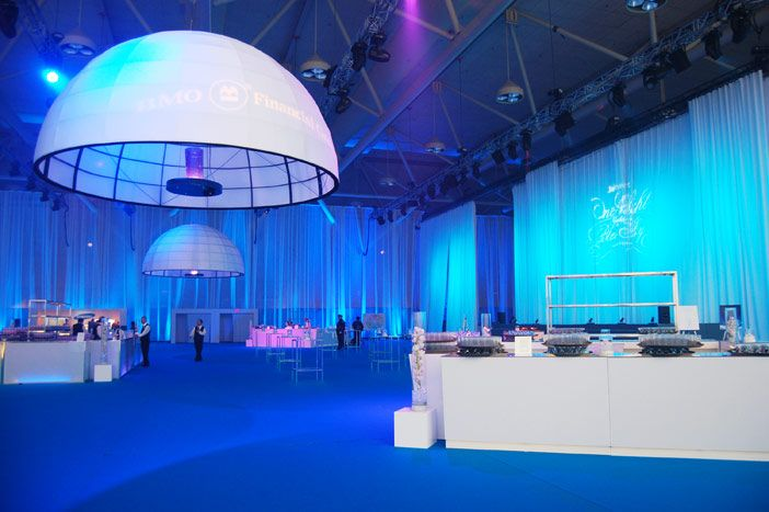 The Blue Sky cocktail reception, sponsored by BMO, kicked off the gala. The blue carpet, white furniture, and white draping matched both Bel... Photo: BizBash