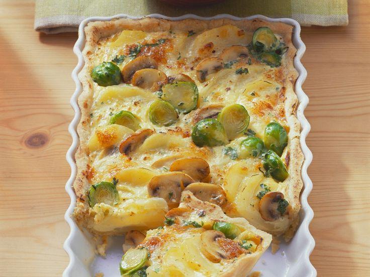 Kartoffelgratin mit Gemüse - smarter - Zeit: 30 Min. | eatsmarter.de Rosenkohl, Pilze, Kartoffeln ... lecker!