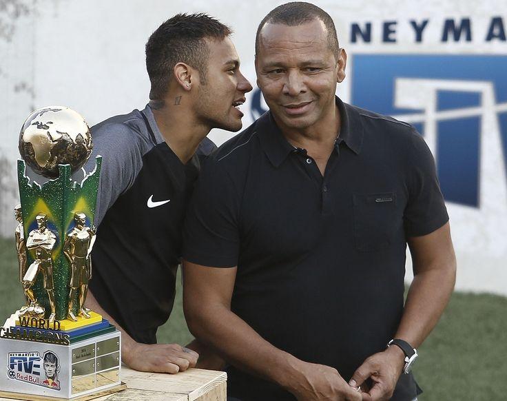 Dans un entretien accordé vendredi à la Cadena COPE, Neymar Senior, papa et représentant de la nouvelle star du PSG, revient sur le départ tumultueux de son fils du FC Barcelone.