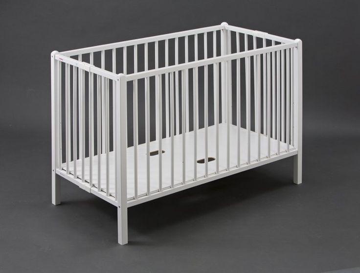 Le lit à barreaux Roméo de la marque française Combelle. Ce lit bébé en hêtre massif est pliable et équipé d'un sommier réglable sur 3 hauteurs.  Coloris : nature ou blanc