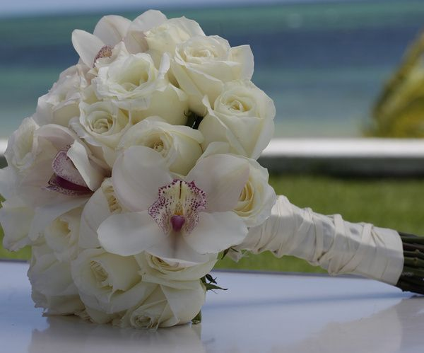 White roses and orchids bridal bouquet | Pearl Shimmer Collection at Palace Resorts #destinationwedding