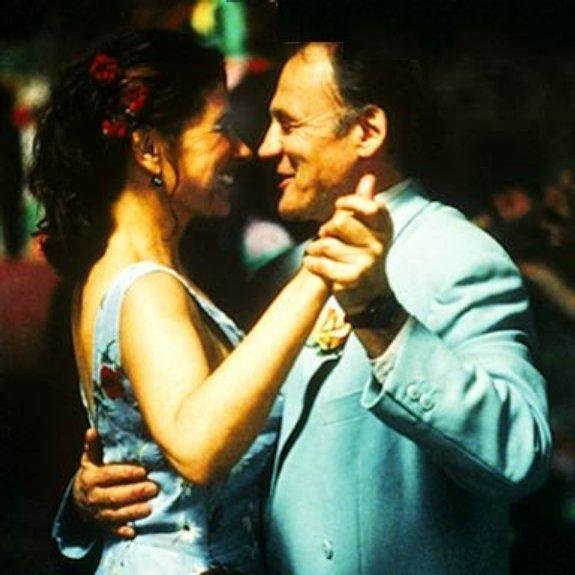 Licia Maglietta as Rosalba Barletta and Bruno Ganz as Fernando Girasole in Pane e Tulipani (2000)