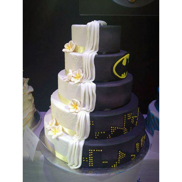 half-batman-half-traditional-wedding-cake-1.jpg (595×793) ❤ liked on Polyvore featuring food, batman, wedding, cakes and food and drink