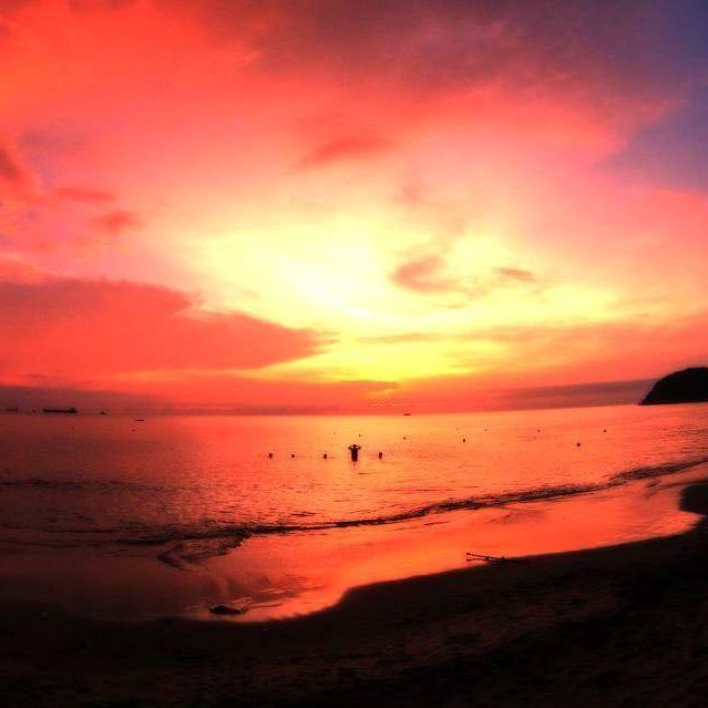 Another #Sunset, because we all love them. This was in Santa Marta in a beach passed El Rodadero. Something like Tortuga, if I recall correctely. Such a gorgeous beach. . . . #travelstoke #fotografiaunited #TravelBlog #travelstoke #MatadorN #lonelyplanet #huffpostgram #Canonphotography #GozandoEstoy #serialtraveler #iamtb  #theurbanshutter #iamtravelbeach #Colombia #SantaMarta