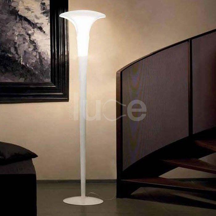 Ferea è parte di una collezione di lampade con diffusore in vetro soffiato satinato.I due tagli sono realizzati con un esclusivo sistema di taglio a getto d'acqua ad altissima pressione.