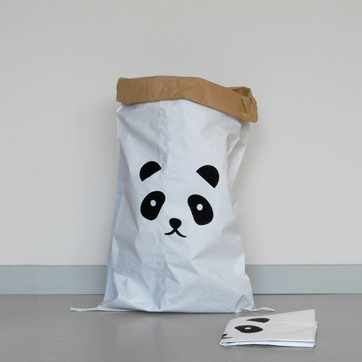 we love pandas. With each paperbag sold, 1€ will be donated to the conservation of pandas.